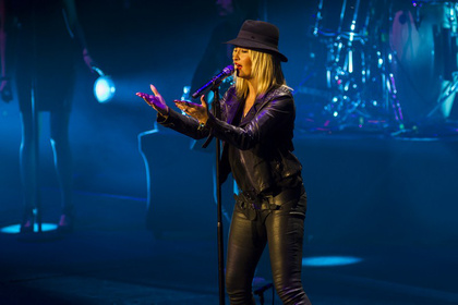 Mit Hut - Fotos: Sarah Connor live in der Mannheimer SAP Arena